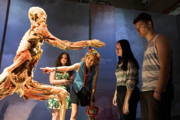Prague Leader Bury Bodies Exhibition