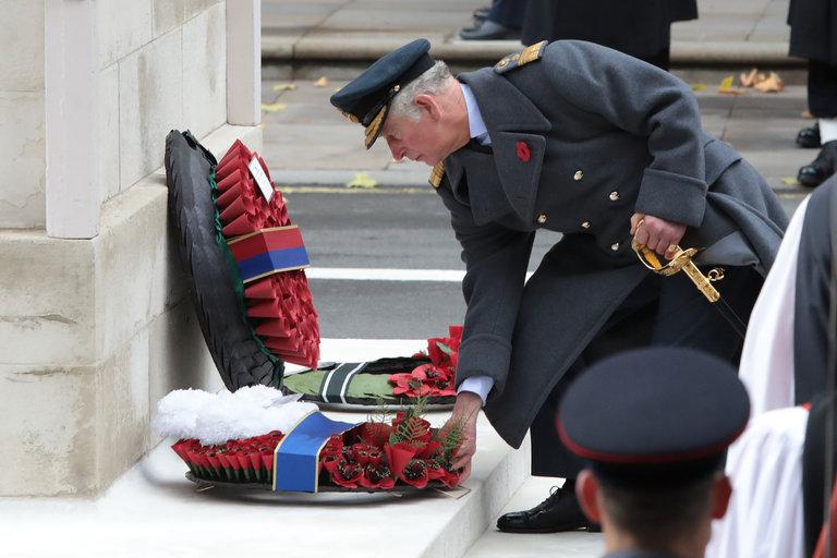 13queen sub1 master768 - Queen Elizabeth II Delegates Wreath Ceremony to Prince Charles