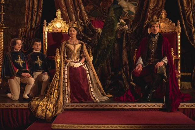 Review: One Vote for 'Victoria' Over 'The Crown' - The New York Times