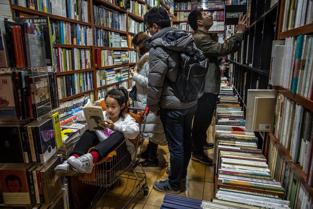 一家門口掛著《獨立宣言》的北京書店 - 紐約時報中文網