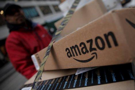 Bildergebnis für Amazon Raises Wages for Lower-paid Workers