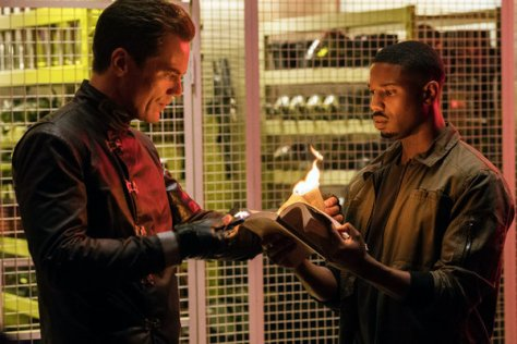 Michael Shannon & Michael B. Jordan in Fahrenheit 451 recensie op Telenet Play More