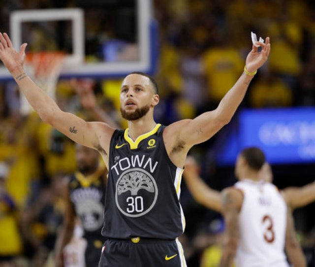 N B A Finals 2018 Warriors Roll Over Cavs In Game 2 The New York Times