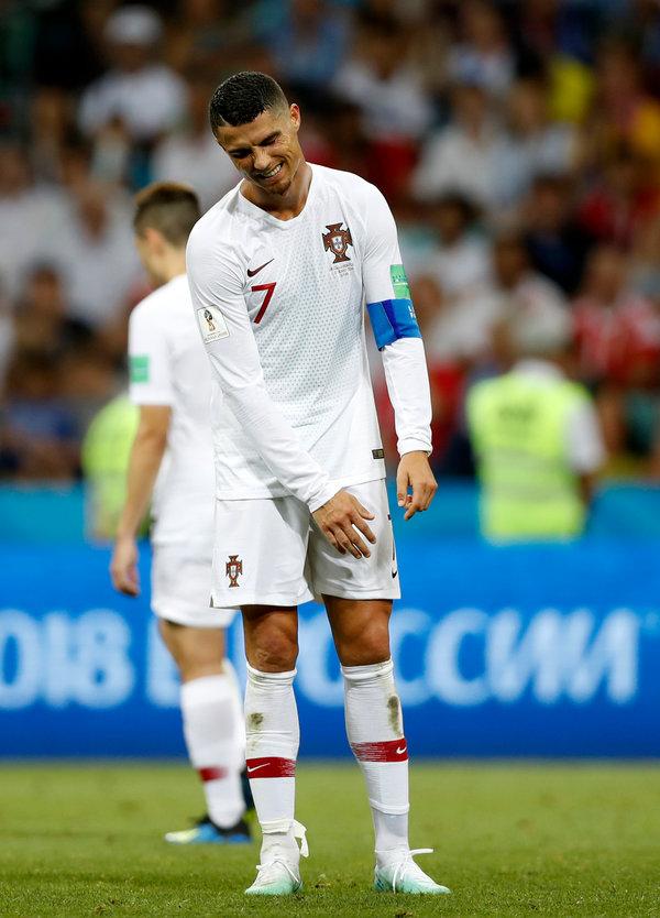Edinson Cavani Uses His Head And Foot As Uruguay Ousts