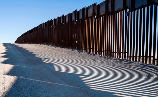 Trump Claims His Wall Is Being Built It S Just A