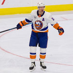 N.h.l. Roundup: Islanders Beat Flyers And Gain Ground On Capitals