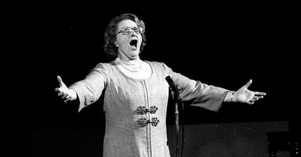 Kate Smith Sang Racist Songs. But a Jersey Shore Town Will Not Abandon Her 'God Bless America.' - The New York Times