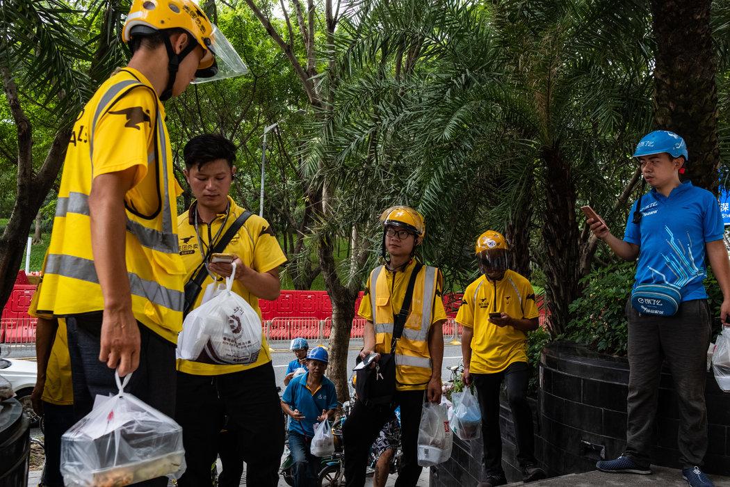 一年200萬噸外賣垃圾:被塑料淹沒的中國 - 紐約時報中文網