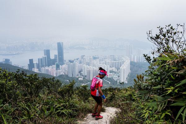 「不只是個女傭」:香港菲傭在越野跑中尋找平等 - 紐約時報中文網