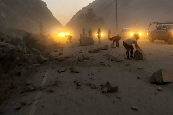 Windows Phone: The aftermath of a rockslide in Kern County, Calif., caused by the earthquake on Friday.