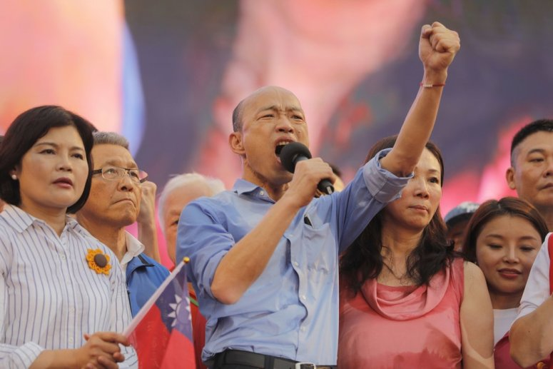 民粹主义的亲中市长韩国瑜赢得了台湾反对党的提名,在2020年的总统大选中挑战现任总统蔡英文,后者一直对北京持尖锐批评的态度。