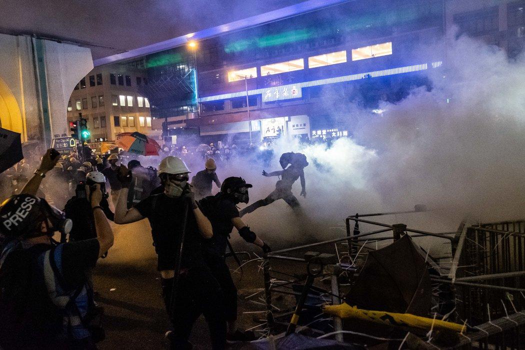 探討香港抗議策略:走向激進的風險 - 紐約時報中文網