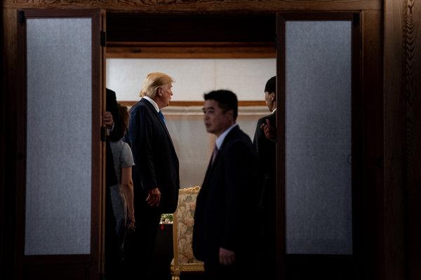 特朗普总统在首尔。在韩国与日本之间不断升级的争端中,特朗普已经选择不介入。 Erin Schaff/The New York Times