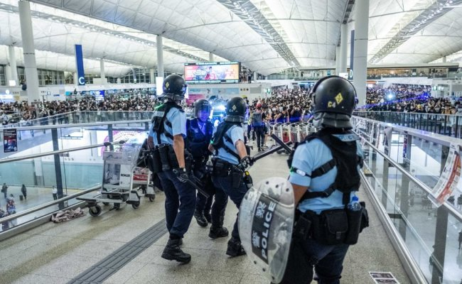 Hong Kong S Economy Shudders After Protests Plunge Airport
