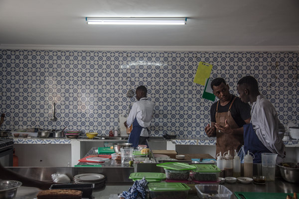Migrations, a restaurant in Abidjan, Ivory Coast, trains young migrants who have returned home, offering them a way to reintegrate into society.
