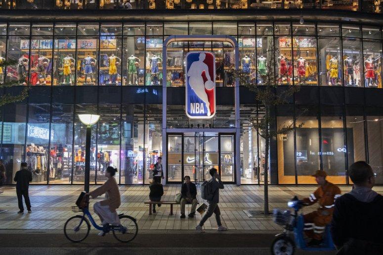 周三晚北京的NBA旗舰店。