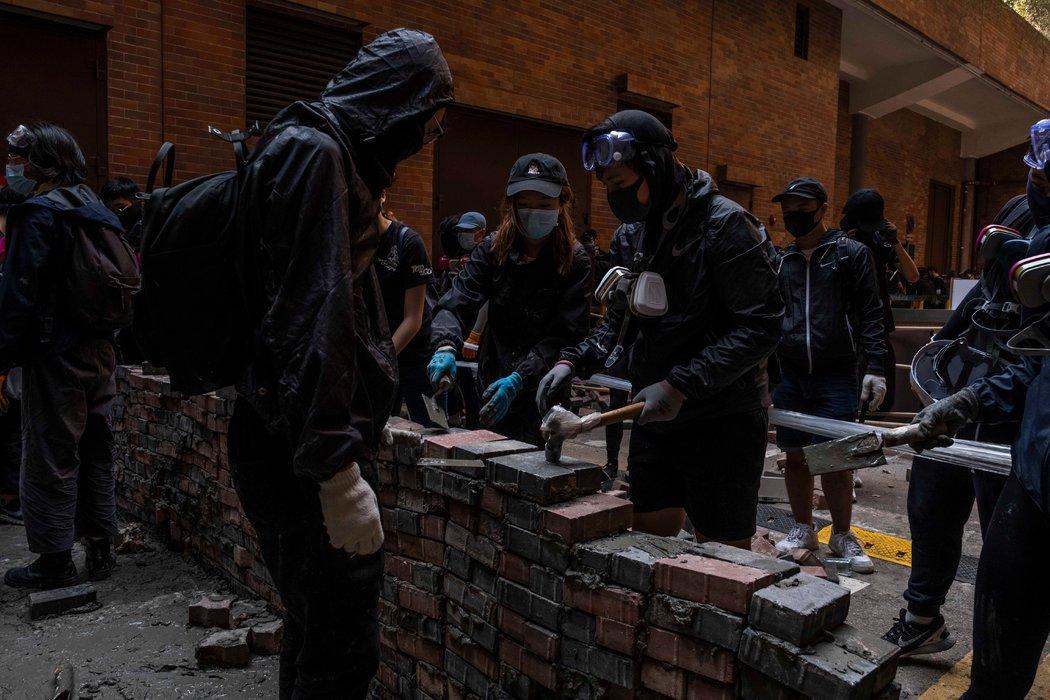 走進抗議衝突前線的香港大學校園 - 紐約時報中文網