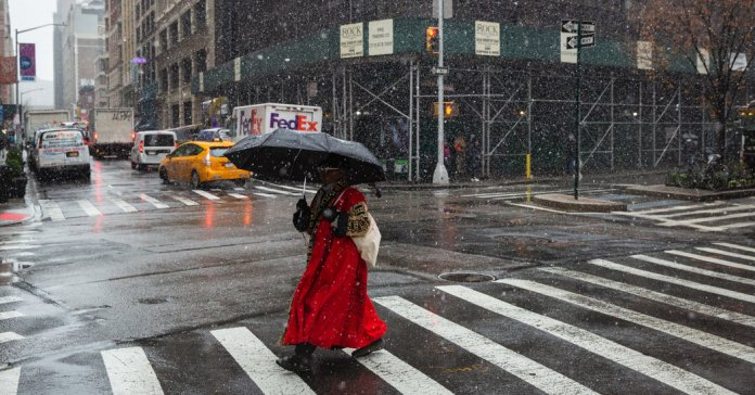 02nyweather01-facebookJumbo-v2 N.Y.C. Weather Updates: Snow Causes 'Sloppy Rush Hour' - The New York Times