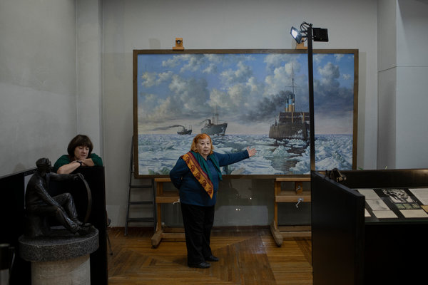 A painting in a Magadan museum depicting ships arriving with a cargo of prisoners.