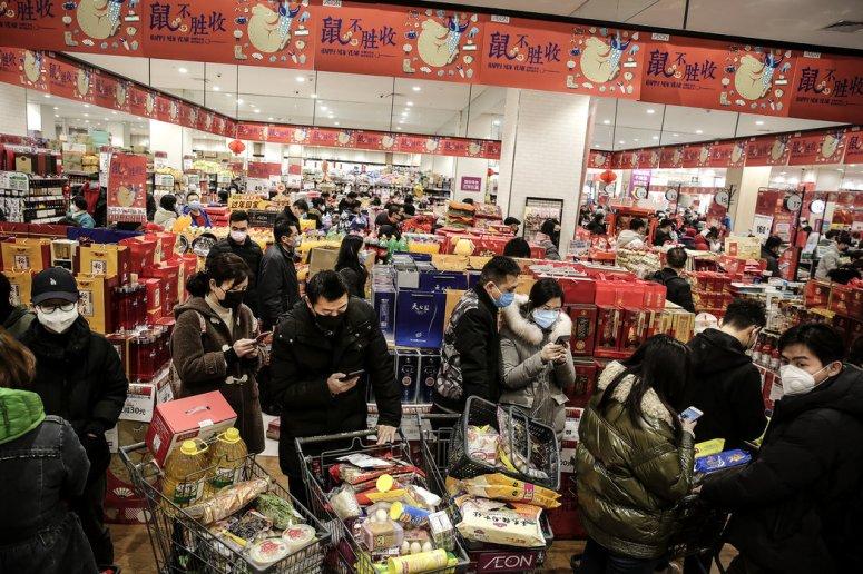 周四,武汉的一间超市。