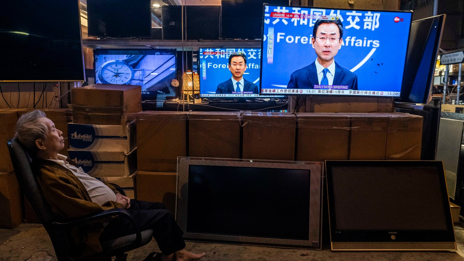 China Expels 3 Wall Street Journal Reporters as Media Relations Sour - The New York Times