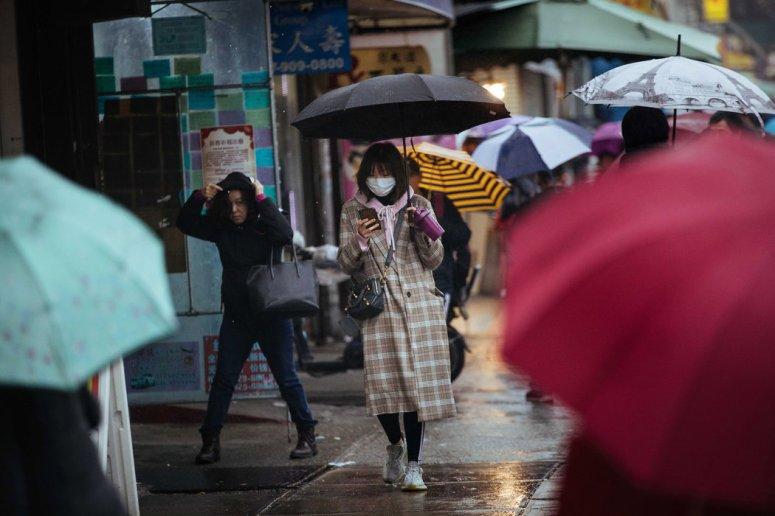 纽约街头的行人。