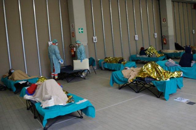 Giovedì, un'unità di emergenza improvvisata all'ospedale di Brescia, nel nord Italia.