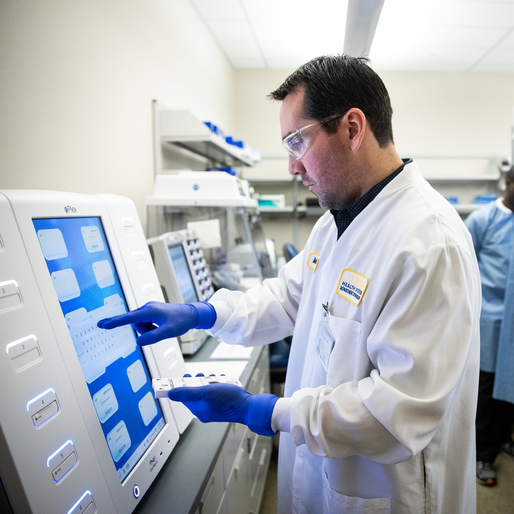 Pence Pledges High-Speed Coronavirus Testing From 2,000 Labs This ...