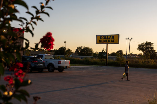 Dollar General made a direct appeal to workers who had lost their jobs in recent weeks.