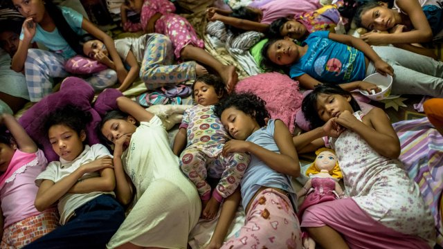 Nearly a Million Children Left Behind in Venezuela as Parents Migrate - The  New York Times