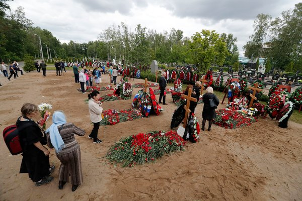 A funeral for the crew members of the submarine was held in St. Petersburg.