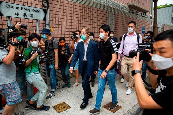 簡報:香港多名民主派人士被捕;美共和黨「甩鍋」中國 - 紐約時報中文網
