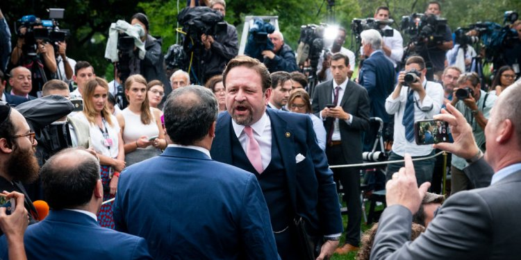 Appeals Court Blocks White House From Suspending Reporters Press Pass