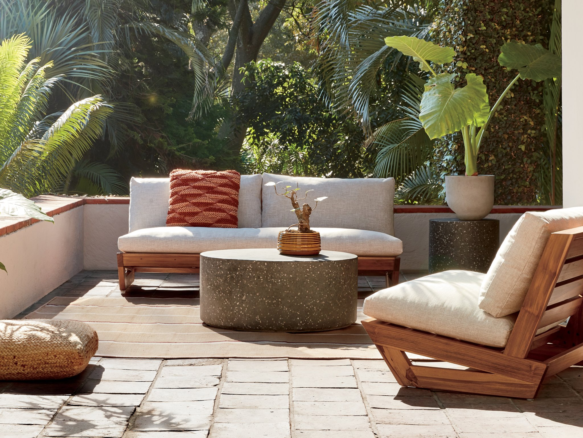 shopping for outdoor coffee tables