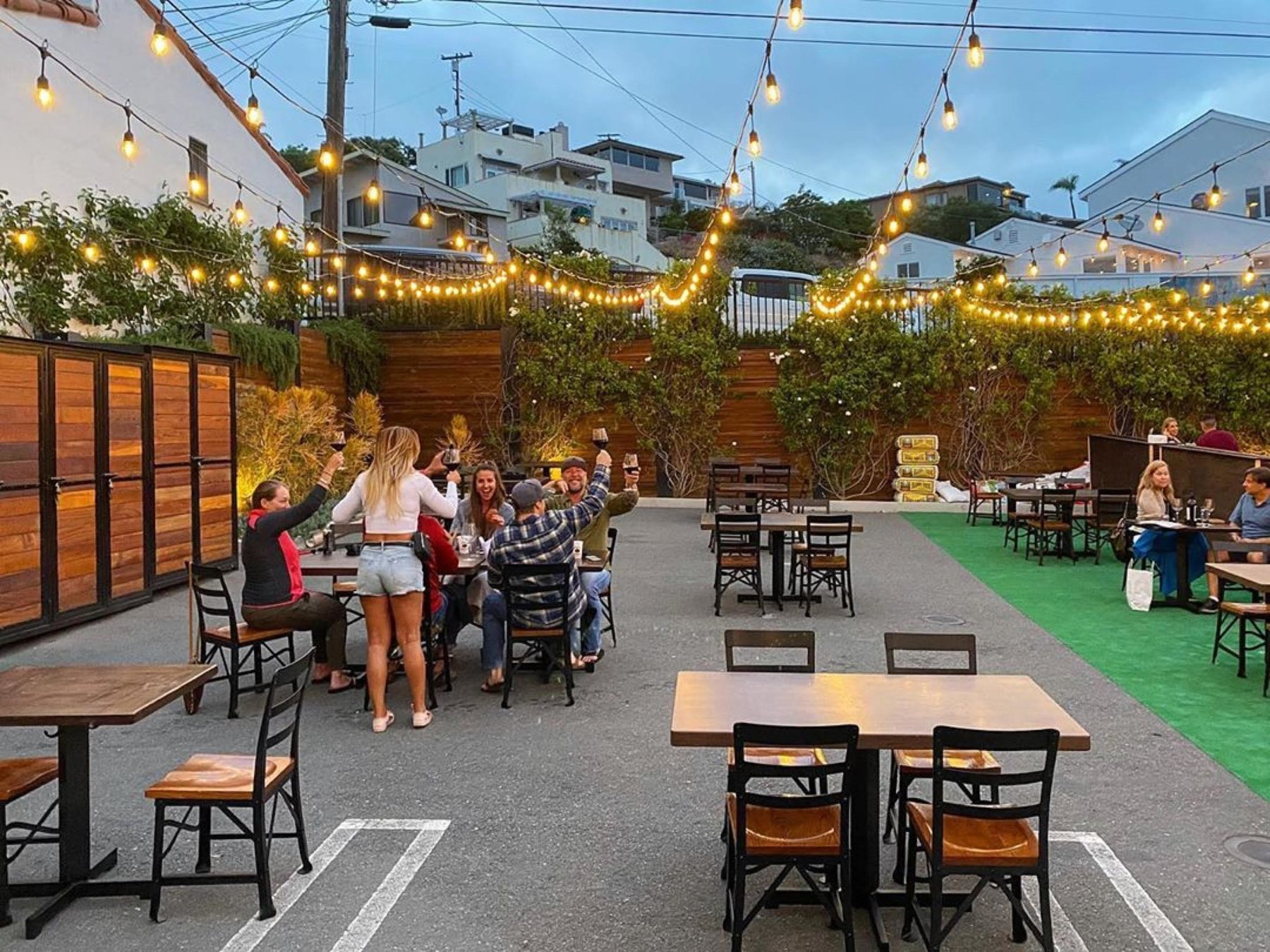 seating moves outdoors as restaurants