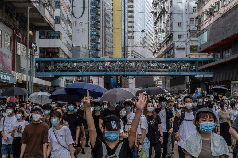 本月,中国颁布港区国安法数小时后,香港发生了抗议活动。