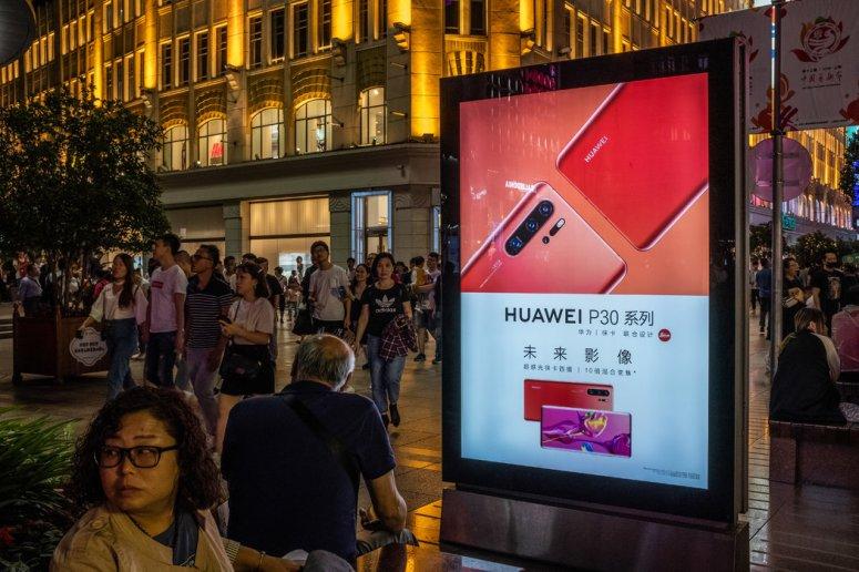 上海街头的华为广告。这家科技巨头成为中美争端的焦点之一。