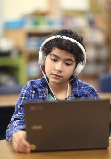 Los campus físicos podrían albergar a estudiantes que no pueden conectarse desde su hogar a clases en línea.