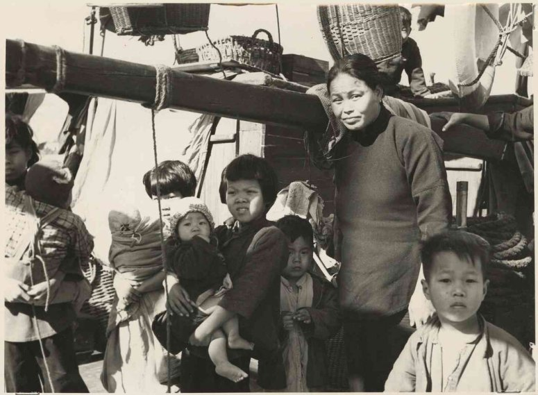 """父亲报道行程中的一些图片,包括西藏山脚下的中国农民,以及一个中国渔民家庭——父亲写道:""""为了躲避让他们加入人民公社的严厉规定,他们涌进了香港。"""""""