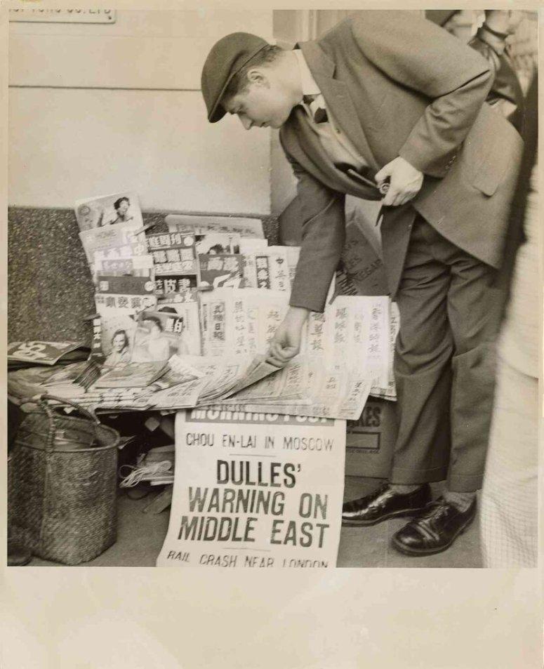 我的父亲在香港的一个报摊,1950年代他在那里度过了很多时光。