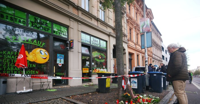 Jewish Students Aid Owners of Kebab Shop Hit in Synagogue Attack