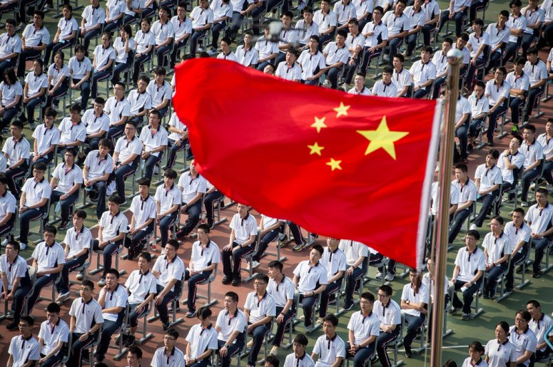 9月1日,武漢一所中學新學期的開學典禮。
