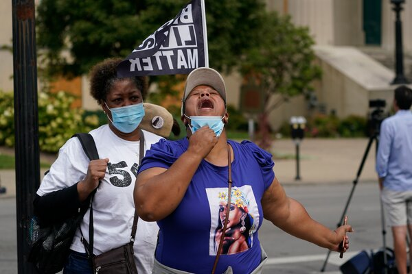 People reacted to the grand jury announcement in Louisville on Wednesday.