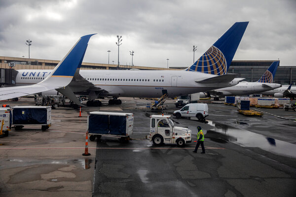 Unions and airline executives had pushed Congress for a new aid package to avoid job cuts, but were unable to get past the gridlock.