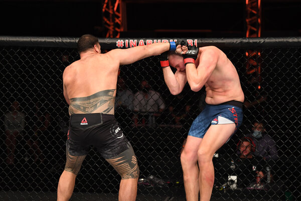 Tai Tuivasa easily beat Stefan Struve, knocking him out with an uppercut at the end of Round 1.