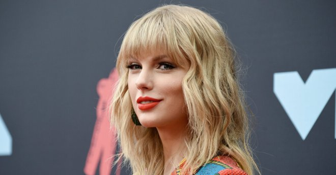 Taylor Swift Returns to No. 1 as 'Folklore' Sales Pass 1 Million