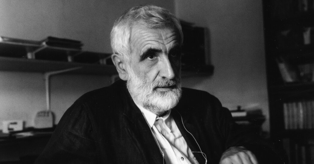 Enzo Mari, Industrial Designer Who Kept Things Simple, Dies at 88
