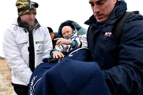 Ground crew recovered Scott Kelly after his and Mikhail Kornienko's successful return from the space station. They had spent 340 consecutive days in space.