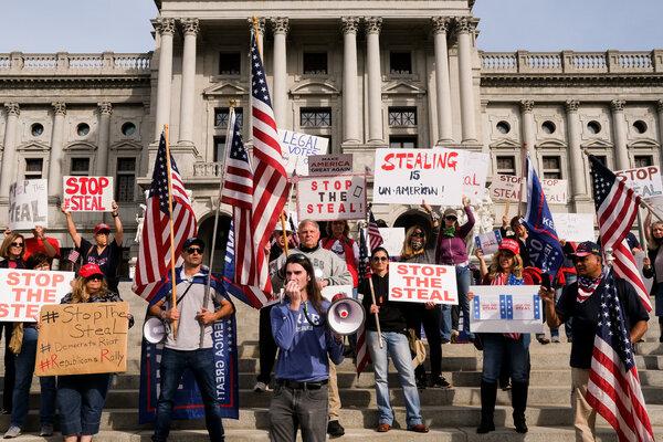 A & ldquo; Detener el robo & rdquo;  El mitin en el Capitolio del Estado de Pensilvania fue una de las manifestaciones a nivel nacional el jueves en la que se impugnó el proceso de determinación del próximo presidente.