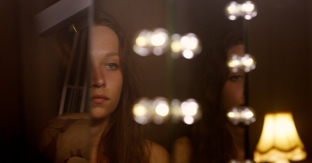 'Make Up' Review: Self-Discovery, an Adolescent Horror